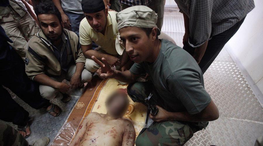 """""""Venimos, vimos y él murió"""", se burlaba hace cinco años la secretaria de Estado Hillary Clinton sobre el cadáver ensangrentado de Gaddafi"""