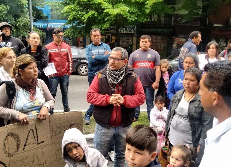 Vecinos de Melchor Romero se movilizan contra el desalojo de un barrio con 277 menores