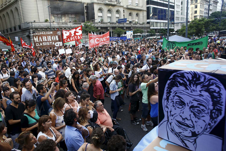 La combatividad social como salida a un gobierno que destruye el trabajo argentino para beneficiar a la usura internacional