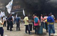 Reprimen a trabajadores despedidos de un supermercado en Quilmes