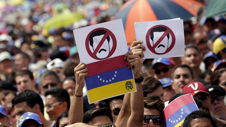 En Venezuela, la oposición pretende un golpe como el fallido del 2002, contra Hugo Chávez