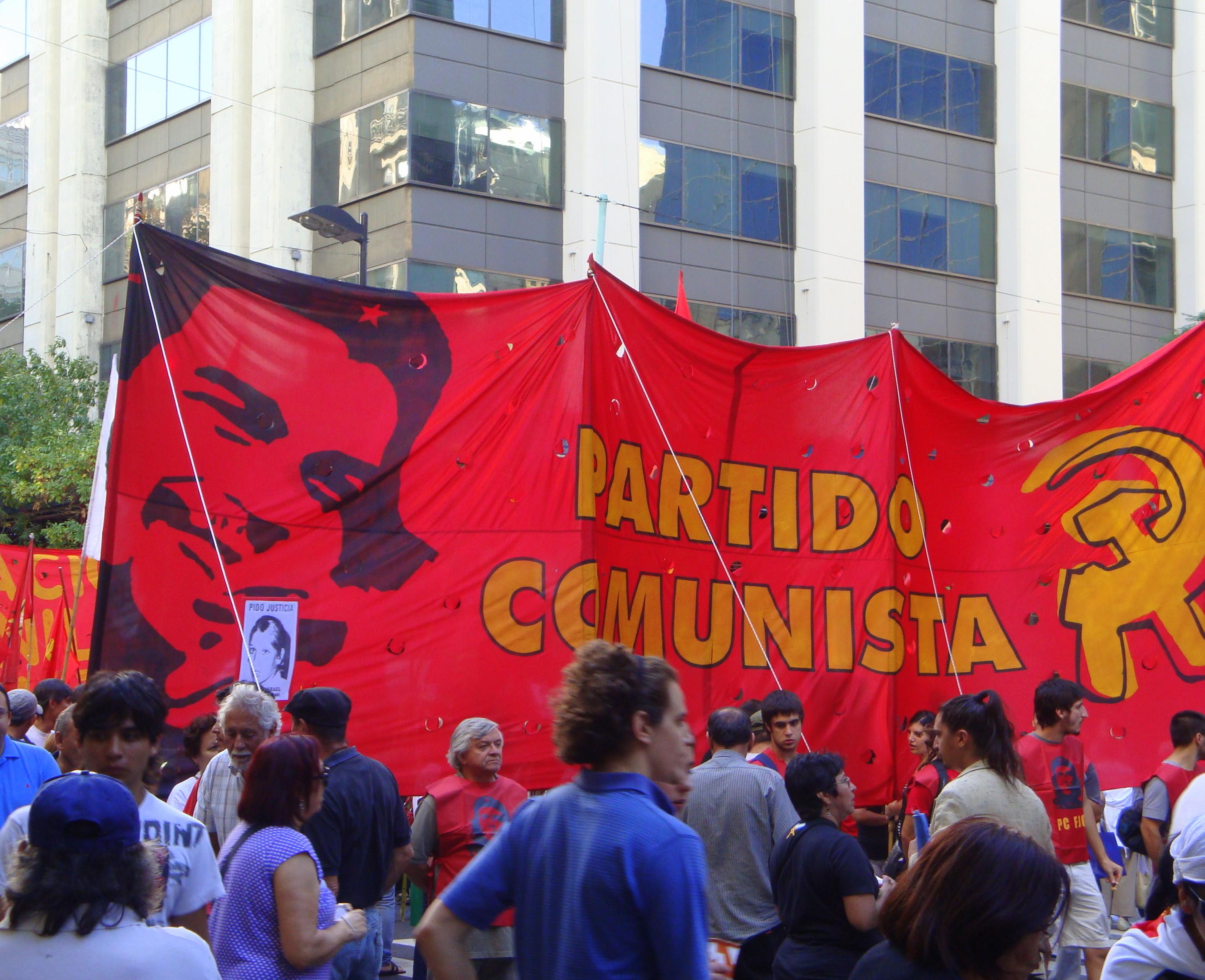 """El Partido Comunista marchará al consulado colombiano """"para torcerle el brazo a los halcones de la guerra"""""""