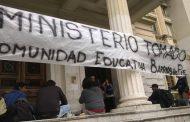 Toma en Educación contra Vidal y Finocchiaro por el cierre de escuelas de oficio