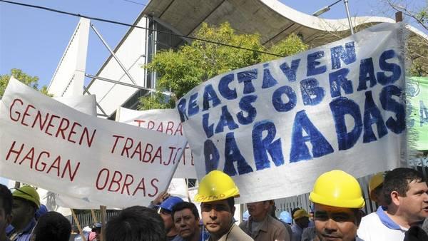 Fin de año catastrófico: la construcción se desplomó un 19,2% y la industria un 8% por las políticas de Cambiemos