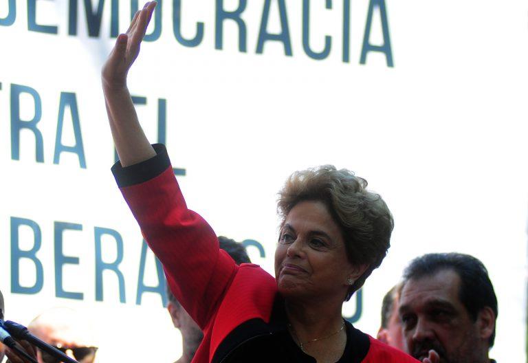 """Rousseff en Uruguay: """"El árbol de la democracia está siendo atacado por hongos y parásitos"""""""