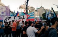 Estudiantes de Periodismo de la UNLP se movilizaron hasta el Obelisco en honor a Fidel