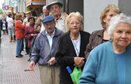 Aunque no lo creas, en el macrismo dicen que los jubilados ahorran tanto que son ellos los que frenan la economía