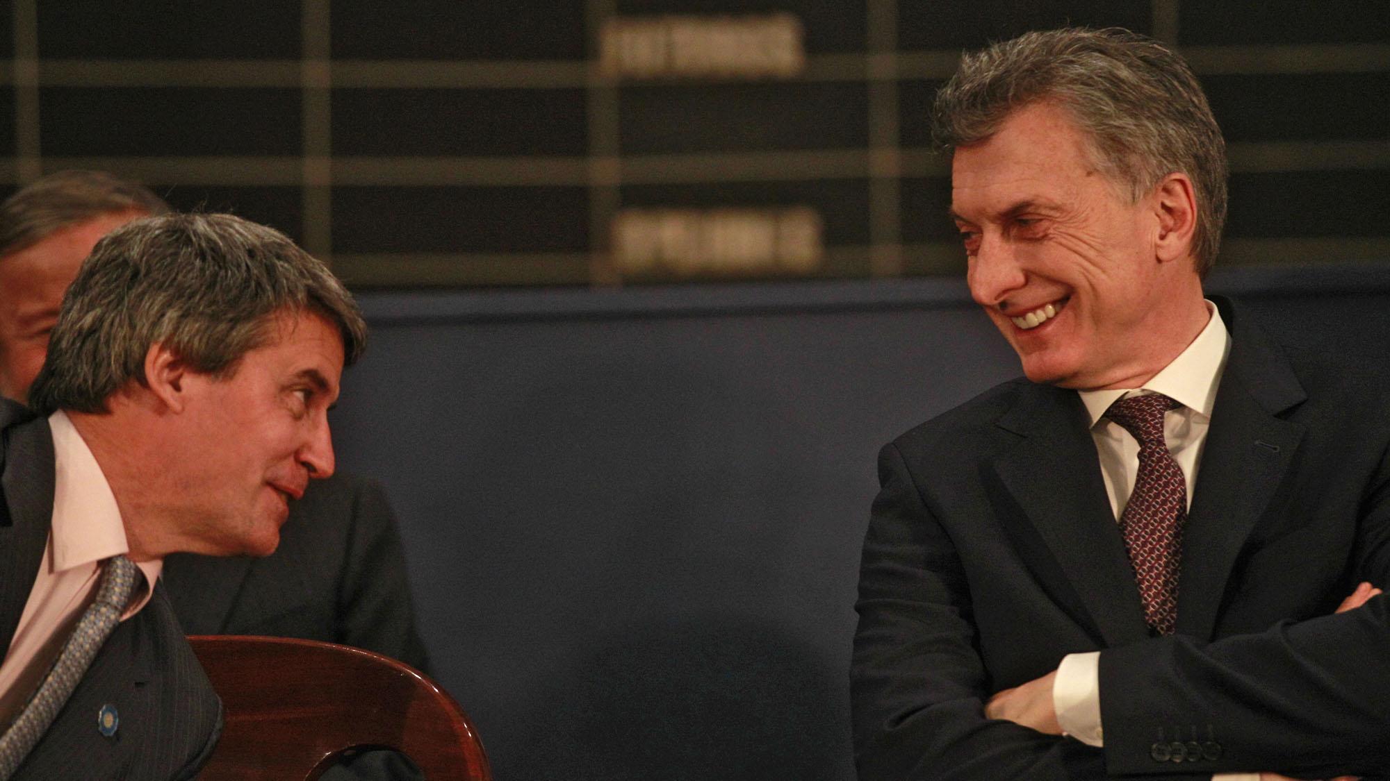 Macri apuesta a la vieja receta que hundió al país: engordar la billetera con un feroz endeudamiento público