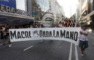 """Desde Cambiemos siguen """"aprendiendo"""" a gestionar pero las protestas sociales se acrecientan y la economía no arranca"""