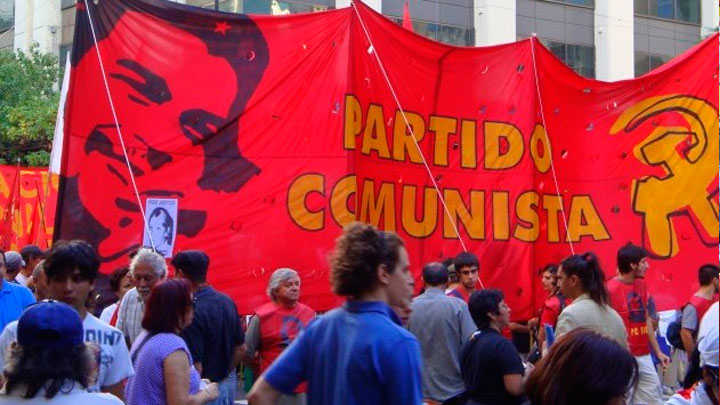 """Los comunistas proponen """"la constitución de un frente contra el ajuste, la entrega y la represión del gobierno de Mauricio Macri y sus CEOs"""""""