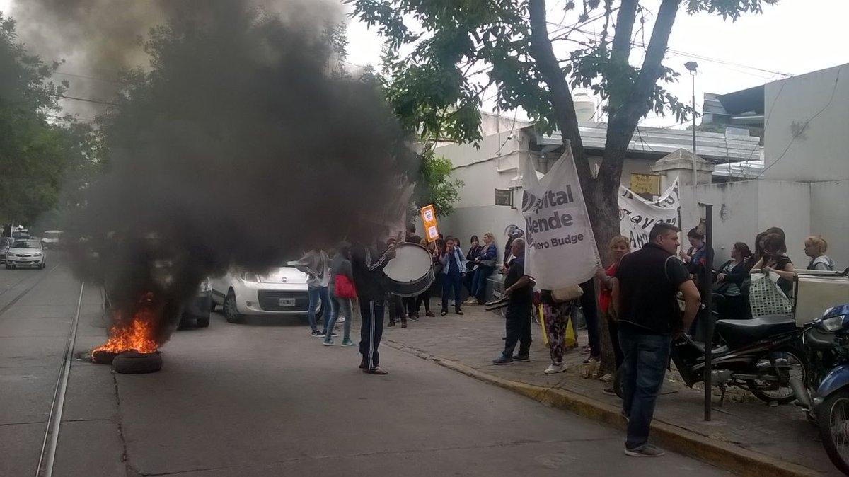 Infantería reprimió a trabajadores en el Ministerio de Salud de la Provincia