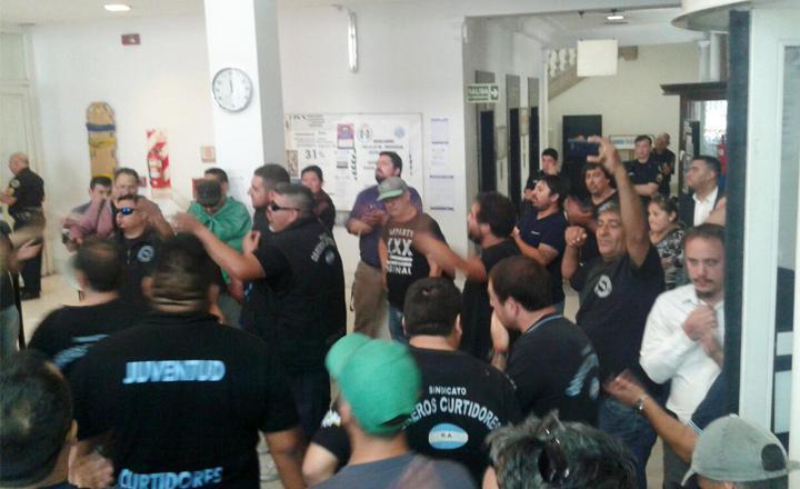Trabajadores de empresas recuperadas exigen una tarifa eléctrica diferencial pero Aranguren no da respuestas