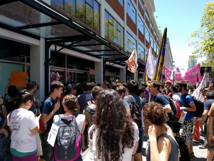 Protesta contra los recortes del 60 por ciento en los ingresos al CONICET