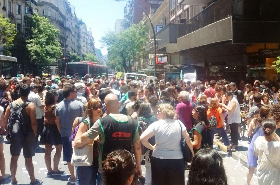 El Gobierno despidió a 400 trabajadores del ministerio de Educación