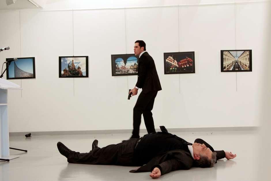 """Putin consideró el asesinato del embajador Kárlov como """"una provocación destinada a minar las relaciones ruso-turcas"""""""
