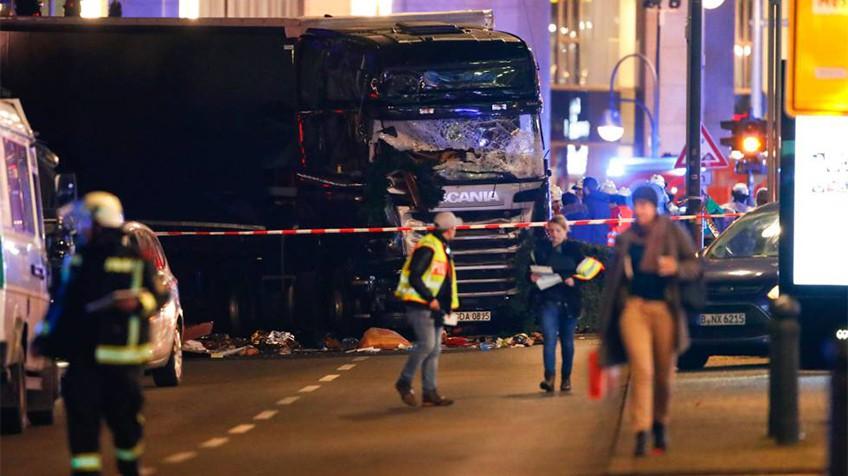Berlín: camión irrumpe en un mercado navideño y deja nueve muertos