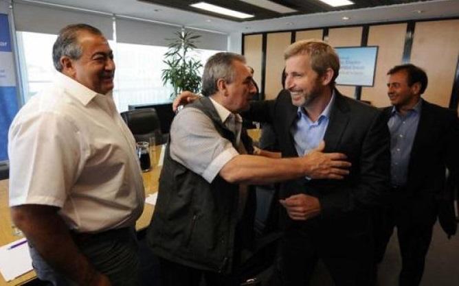 Ganancias: el acuerdo entre Macri, Massa y la CGT excluyó a 600 mil trabajadores