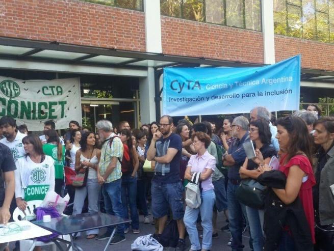"""Periodismo de la UNLP repudió el fuerte ajuste que lleva al """"cientificidio"""""""