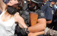 Legisladores y dirigentes que acompañan a Milagro Sala fueron reprimidos en las puertas de los tribunales jujeños
