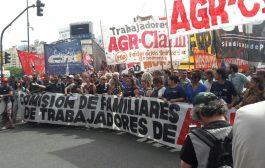 """Multitudinaria marcha contra los despidos y la represión: """"¡Se va a acabar, se va a morir, la dictadura de Clarín!"""""""
