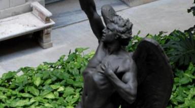 La Habana te da sorpresas: tiene una estatua del Diablo y otra al escolazo, con ocho bailarinas, completamente desnudas