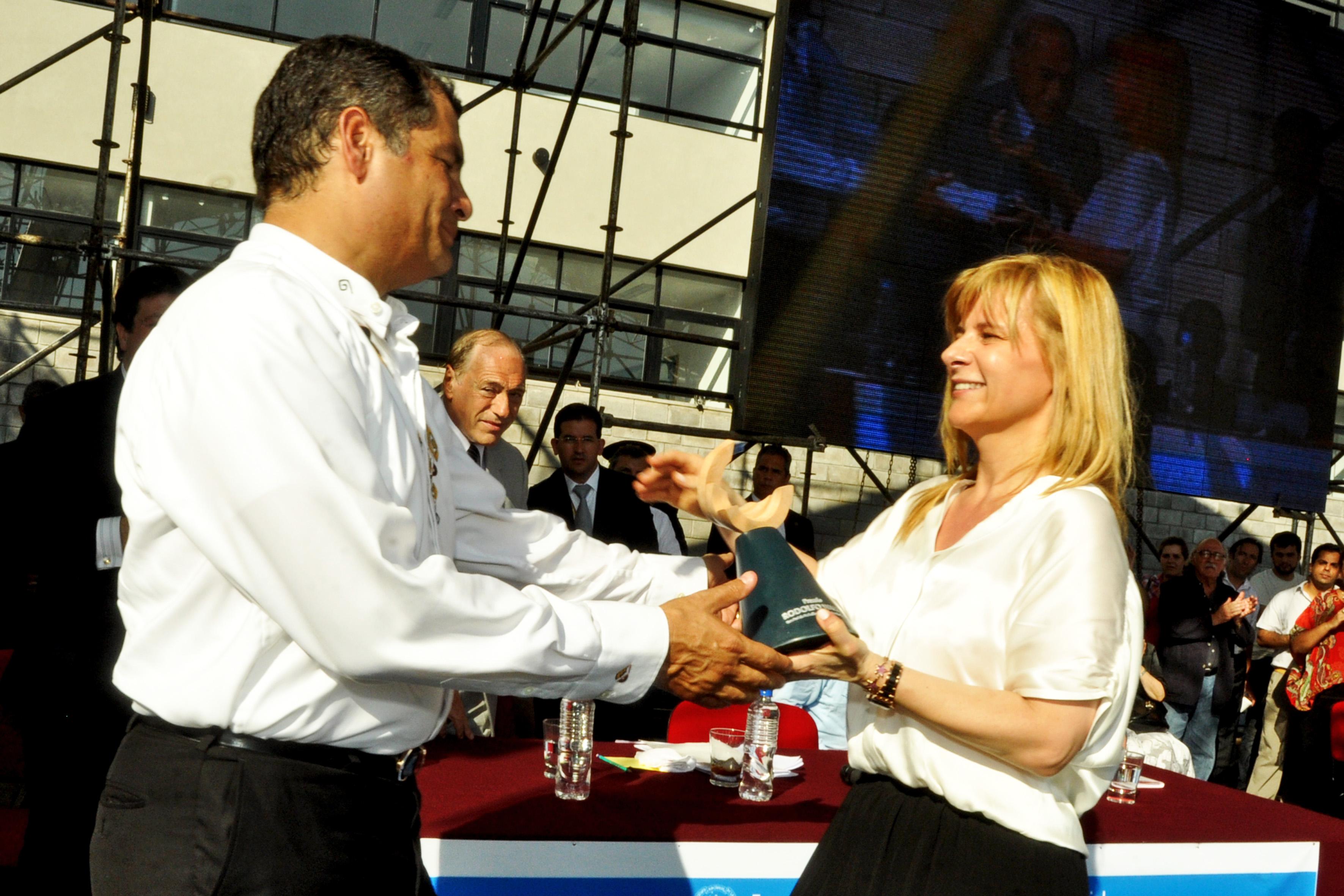"""En Ecuador, donde """"la luna es más grande y más tibia"""", se va a elegir presidente"""