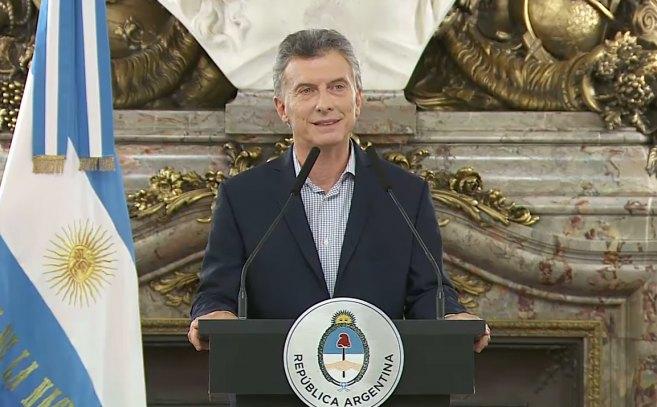 """Antes que se le incendiara el rancho, Macri debió volver """"a fojas cero"""" con la condonación de su deuda en el Correo y dar marcha atrás con el recorte a los jubilados"""