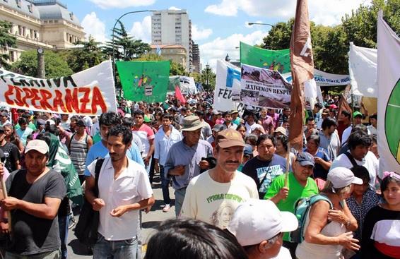 """Protesta en La Plata: Más de 4.000 familias productoras advirtieron que están """"en peligro de extinción"""""""