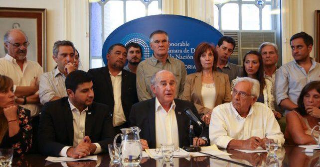 """""""La democracia argentina está en grave riego, hay poderes que la están condicionando y limitando"""", dijo Oscar Parrilli"""