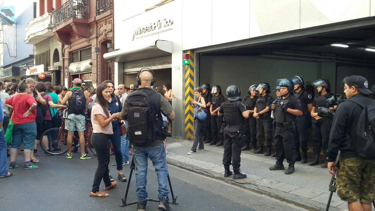 Tras sufrir el terror policial, las seis militantes del colectivo Ni Una Menos quedaron en libertad