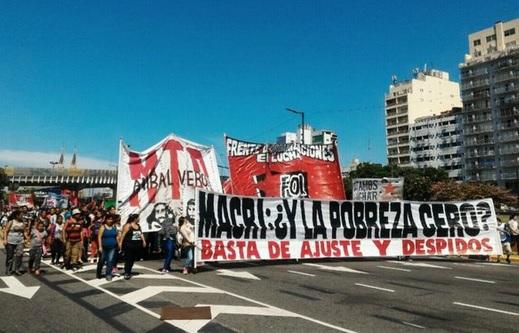 """""""Con Macri nos estamos muriendo de hambre"""", exclaman las familias del masivo acampe sobre la 9 de Julio"""
