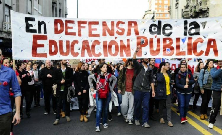 Macri y la derecha construyen sus políticas y discursos sobre Educación desde una gigantesca pirámide de infames mentiras
