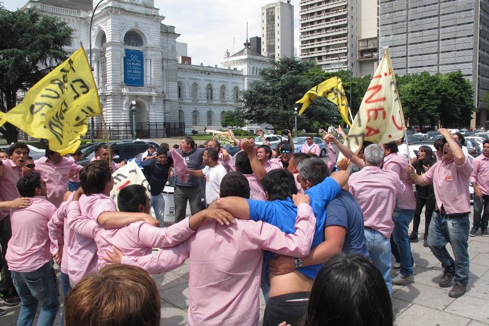 Choferes de la línea Este se manifestaron contra los despidos y frente al abandono del Estado macrista