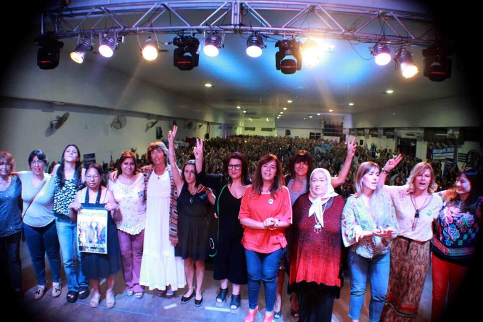 """""""No peleamos por un cargo, peleamos por recuperar la patria de los humildes"""", dijo Florencia Saintout ante miles de mujeres"""
