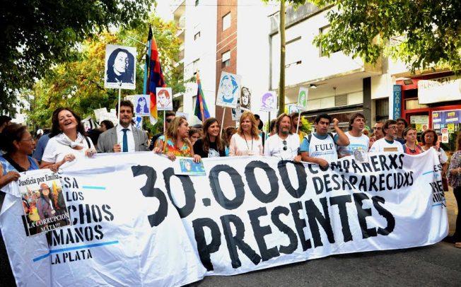 En defensa de los Derechos Humanos, avasallados por Macri, Vidal y Garro; y por Memoria, Verdad y Justicia, Saintout abrió los actos por el 24
