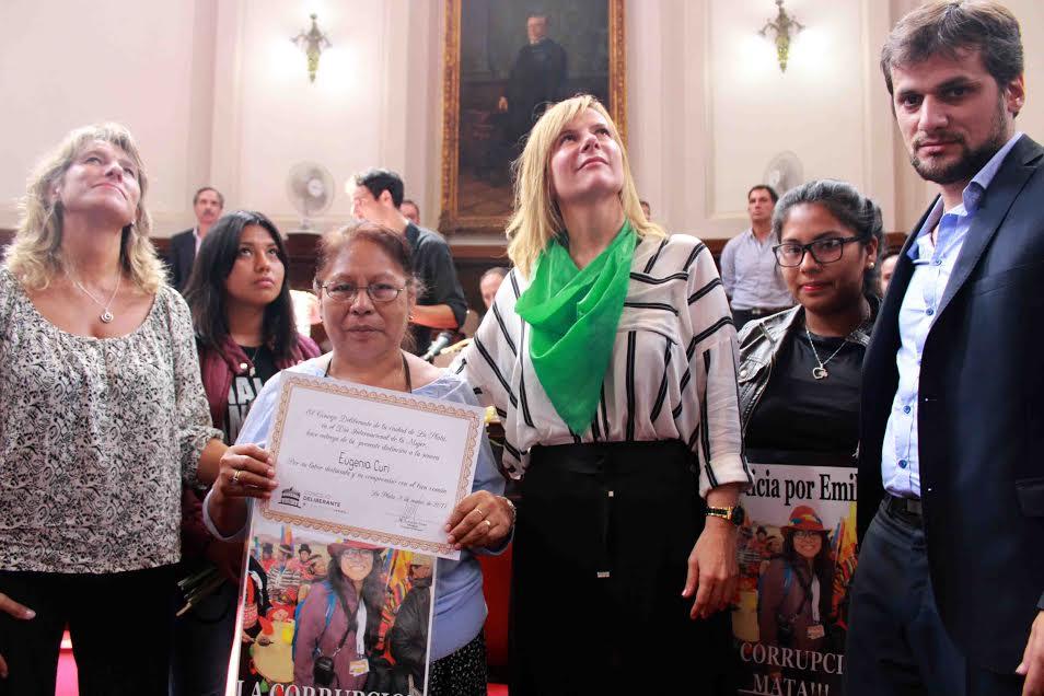 Contra la impunidad de Garro: concejales reconocieron a la madre de Emilia Uscamayta Curi