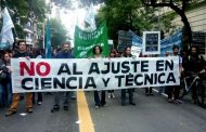 Los becarios del CONICET se le van al humo a otro de los farsantes de Macri, don Lino Barañao, un mentiroso de probeta