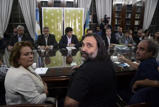 La gobernadora del 1%: docentes rechazaron un aumento de 98 pesos más y la paritaria entró en un cuarto intermedio