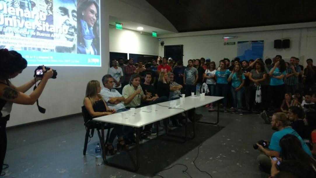 Florencia Saintout acompañó a Máximo Kirchner durante un acto universitario realizado en La Plata