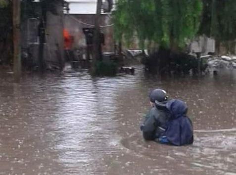 """Numerosos barrios de La Plata volvieron a inundarse y los vecinos se preguntan: """"¿Dónde carajo está Garro?"""""""