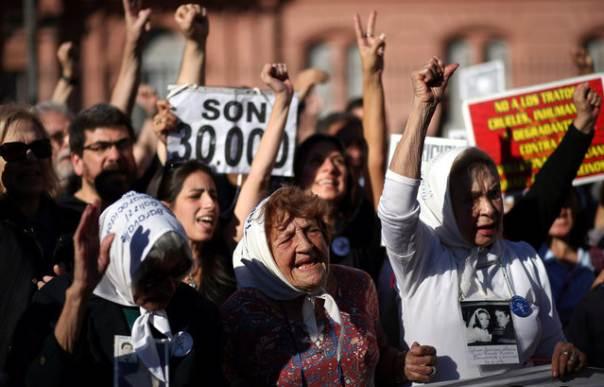 """Que la """"furia"""" del pueblo salga a las calles para echar y juzgar a los PROgenocidas de la Corte"""