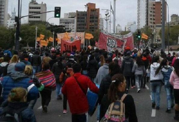 Cooperativistas en la indigencia exigen al superexplotador Julio Garro que les aumente el sueldo