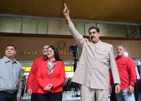 """""""Que el pueblo decida si quiere a los violentos y terroristas, o a la Venezuela Constituyente de la paz"""", sentenció Maduro"""