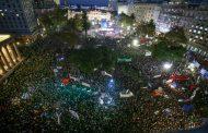 Más de 500 mil personas, con sus pañuelos blancos, expresaron un furioso rechazo a los prostibularios caciques de Cambiemos y su infame Corte Suprema