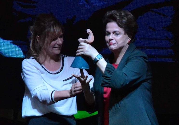 """Junto a Florencia Saintout y al recibir el premio Rodolfo Walsh, Dilma Rousseff denunció que Brasil padece """"la segunda etapa del golpe"""""""
