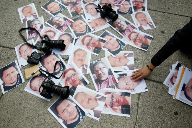"""""""¡No más asesinatos en México!"""", exigen periodistas tras el crimen de Javier Valdez"""