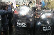 La Policía de Larreta agredió a trabajadores de prensa cuando se movilizaban contra los despidos y la precarización laboral