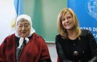 Florencia Saintout recibirá el histórico pañuelo de Madres de Plaza de Mayo