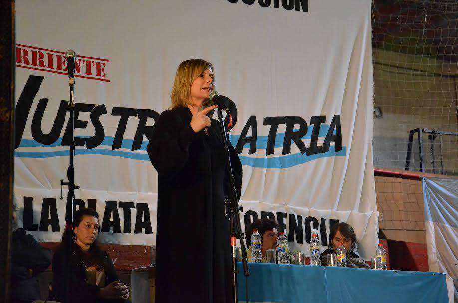 """Florencia dijo de Cristina en el Club Chacarita Platense: """"ella volvió a poner la política del lado del pueblo"""""""