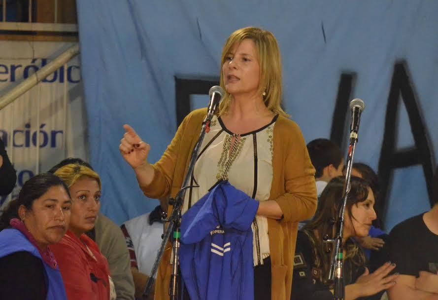 Crece en volumen la candidatura de Florencia Saintout al recibir, en un acto masivo, el respaldo de trabajadores platenses